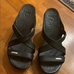 Black Crocs-heels